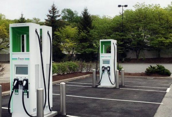 Įkrovimo apmokestinimo sprendimai VIEŠO NAUDOJIMO elektromobilių stotelėse